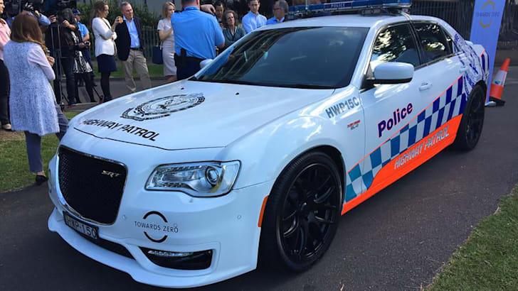 chrysler-300c-srt-nsw-police-01