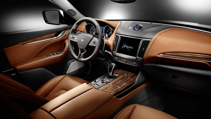 2017-Maserati-levante-interior-luxury-press-01