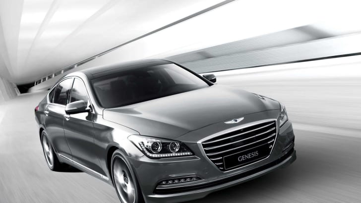 2015-Hyundai-Genesis-Sedan-road