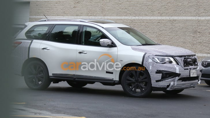 2016_nissan_pathfinder_spy-photos_01