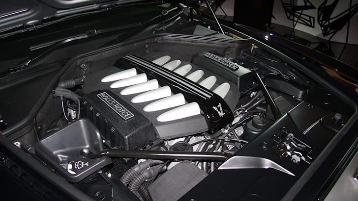 Rolls-Royce-Ghost-engine2