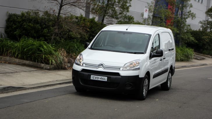 2014-fiatDOBLO-vs-citroenBERLINGO-comparison-vans-50