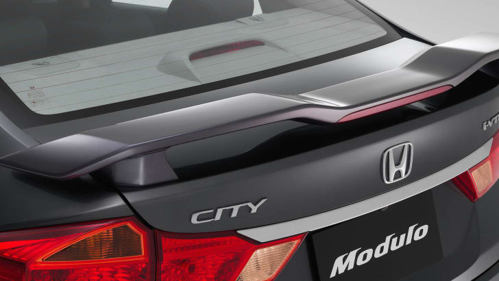 Rear boot spoiler Wing type