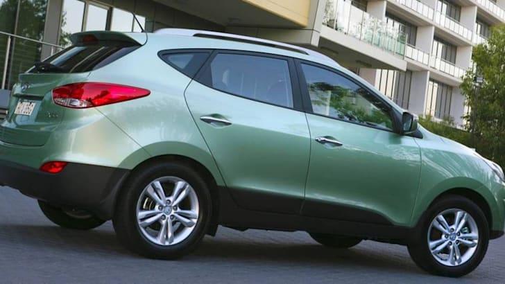 ix35-Elite-exterior-rear-Eco-green