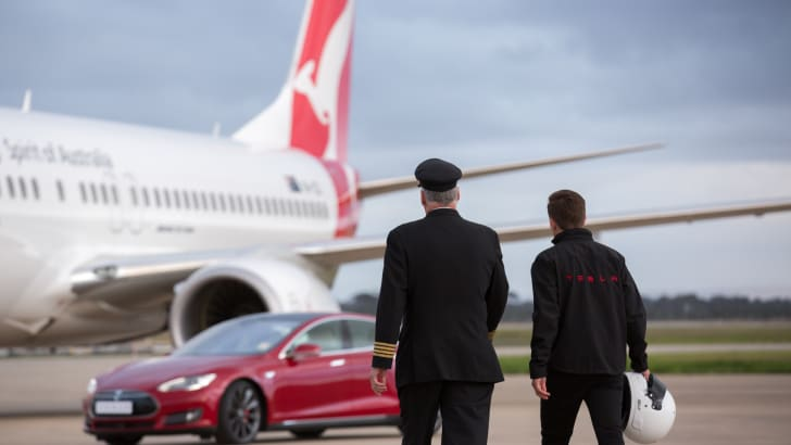 Tesla-Model-S-P90D-QANTAS-737-Drag-Race-2