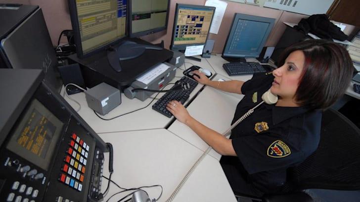 ford-focus-sync-emergency-assist-3
