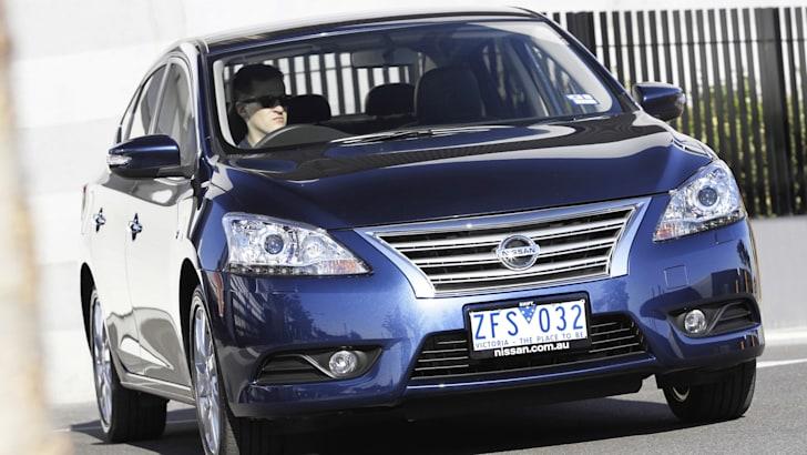 Nissan Pulsar Sedan - 1