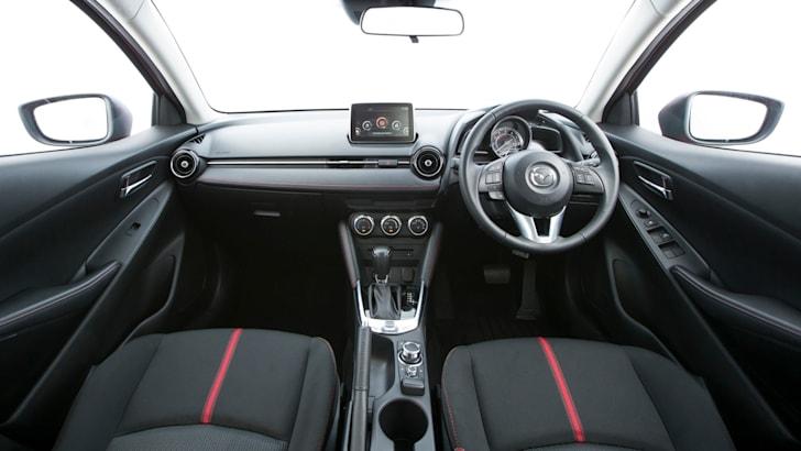 2015 Mazda 2_09