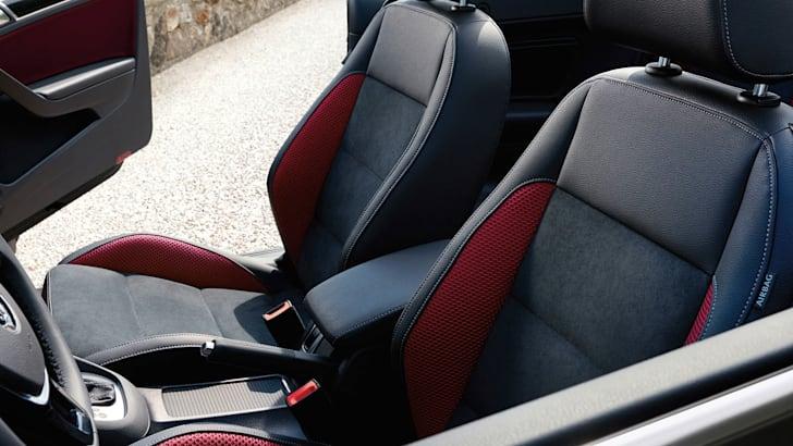 volkswagen-golf-cabrio-update-interior