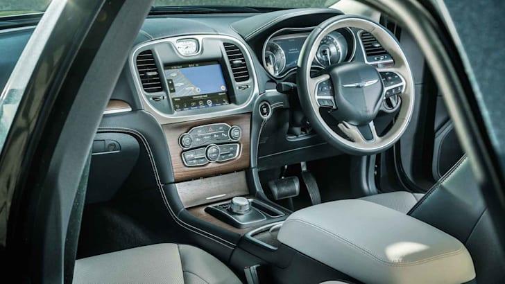2015-Chrysler-300C-26