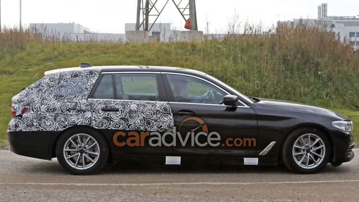 bmw-5-series-touring-spy-6-side