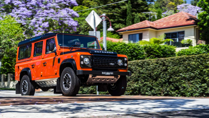 Land Rover Defender 1985 v Defender 2015 110 Series-105