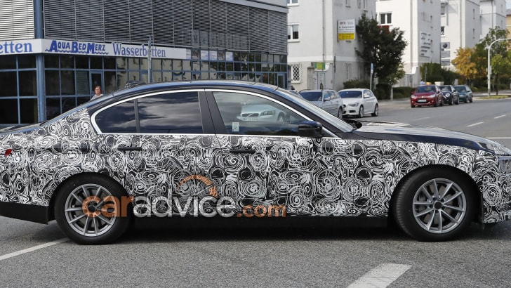 bmw-5-series-sedan-spy-11-side