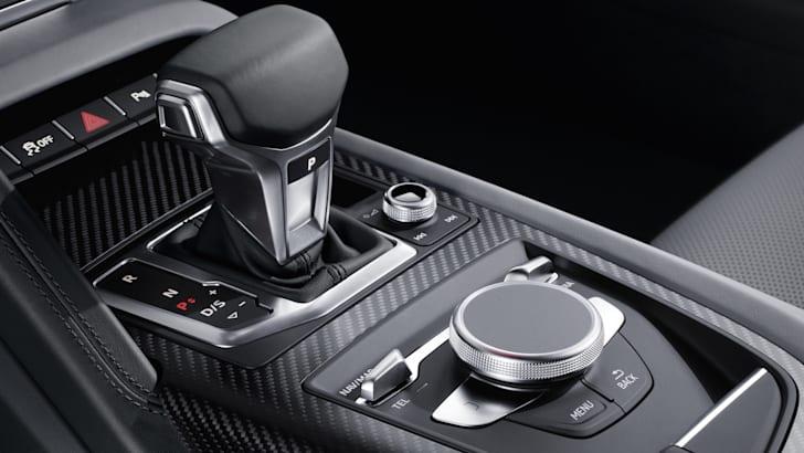 audi-r8-v10plus-int-2015-3