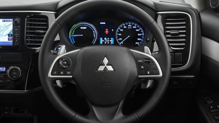 Mitsbushi Outlander PHEV steering wheel 1