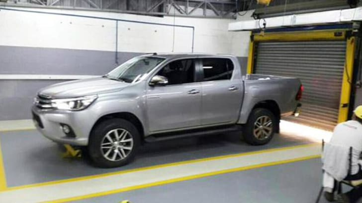 2016_Toyota_HiLux_Spy_Photos_1