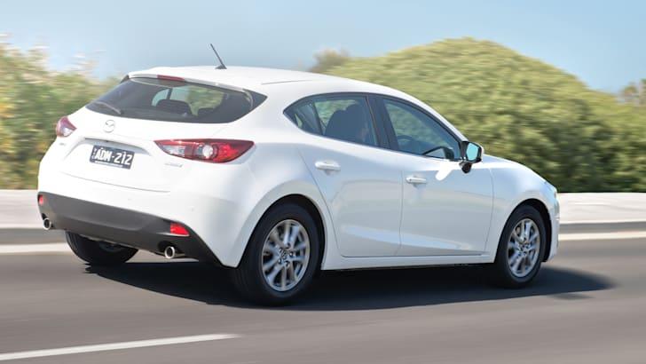 2015-Mazda-3-Maxx-2