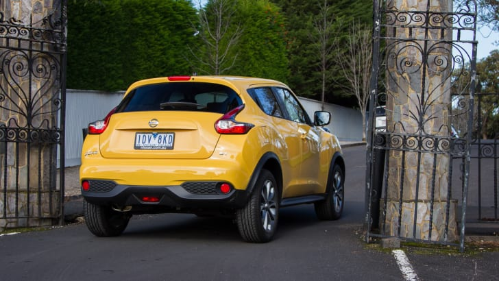 2015-nissan-juke-ST-manual-30