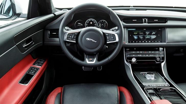 2016 Jaguar XF AWD - 2