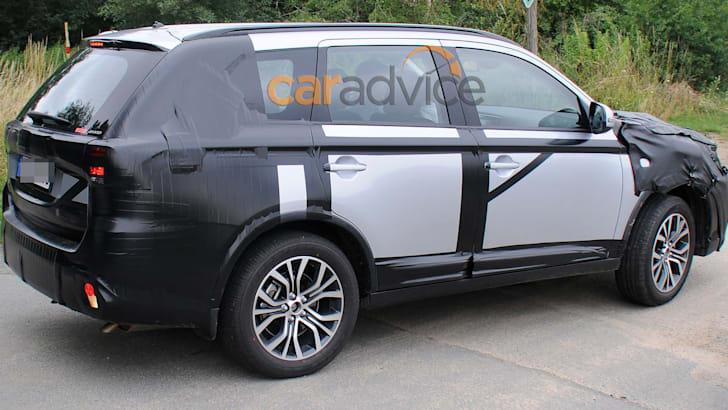 2015 Mitsubishi Outlander facelift spy photo - side