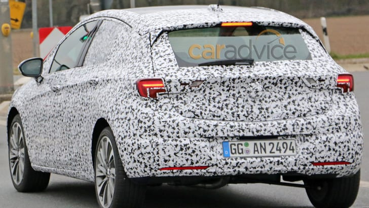 opel-astra-spy-5-rear-this