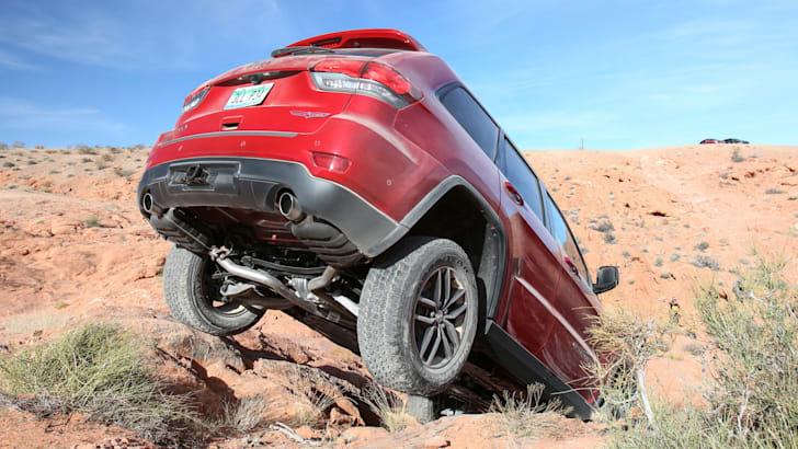 jeep-cherokee-trailhawk-off-road-21