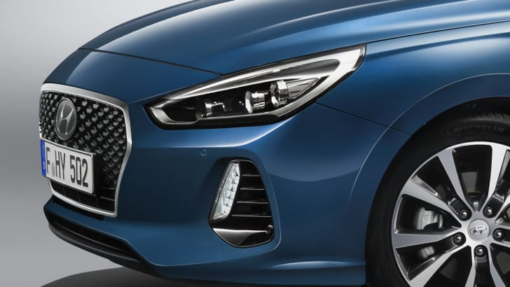 2017_hyundai_i30_official_01a