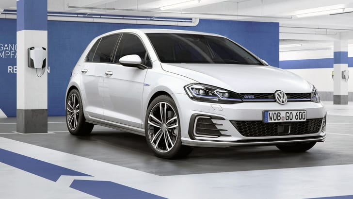 2017_volkswagen_golf_facelift_10