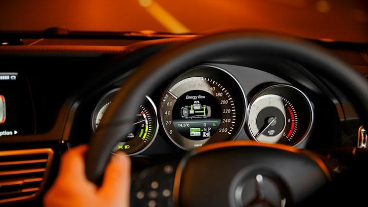 Mercedes-Benz E300 Hybrid - 9