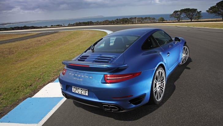 2014-Porsche-911-Turbo-28