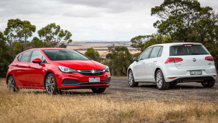 2017-holden-astra-v-volkswagen-golf-comparison-58