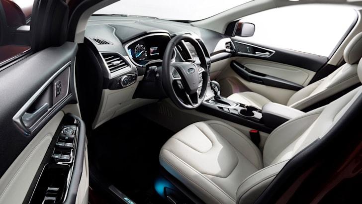 2015-Ford-Edge-14
