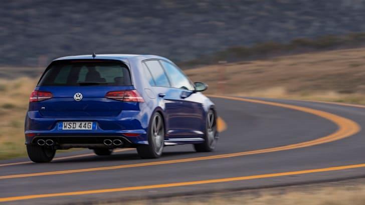 Volkswagen-Golf-R-3