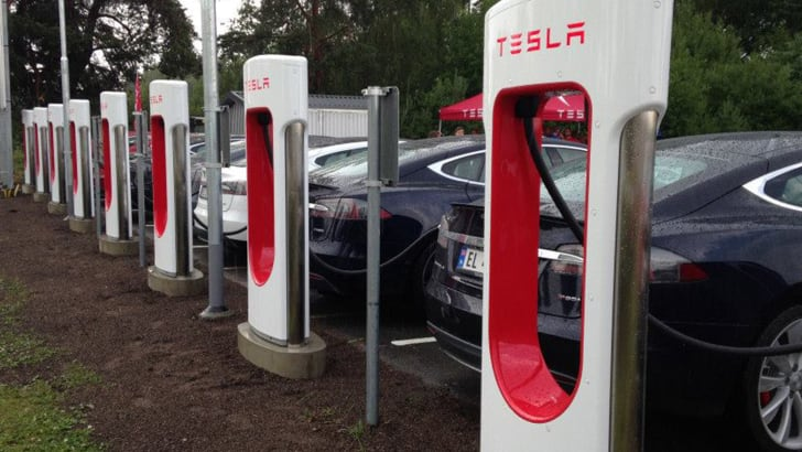 tesla-supercharger-station-norway