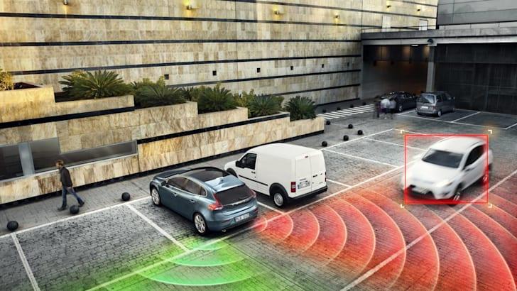 volvo-cross-traffic-detection