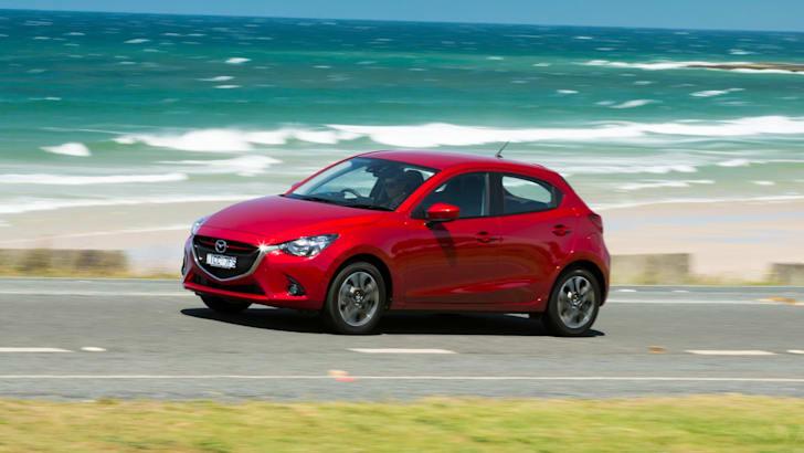 2015 Mazda 2_01