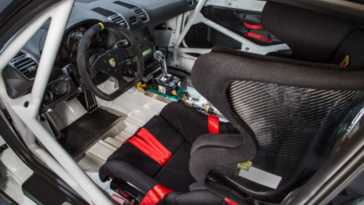 porsche-cayman-gt4-clubsport-interior