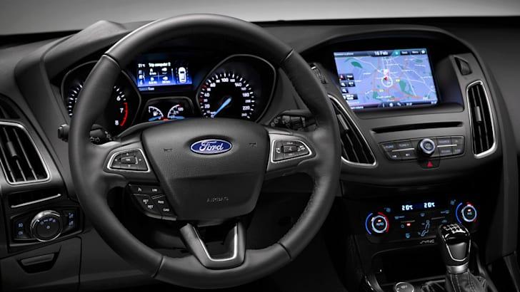 2015-ford-focus-interior-1