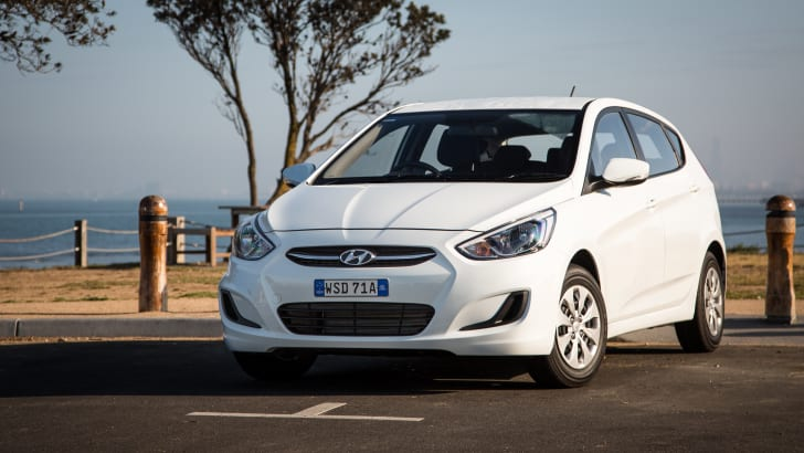 2015-hyundai-accent-cvt-hatch-25