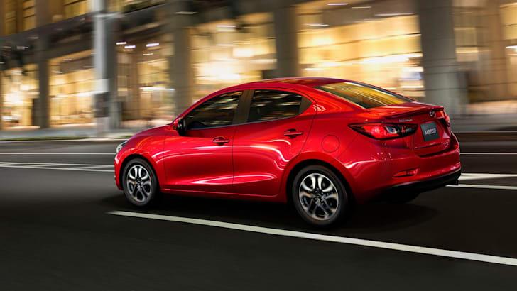 Mazda 2 Sedan-12