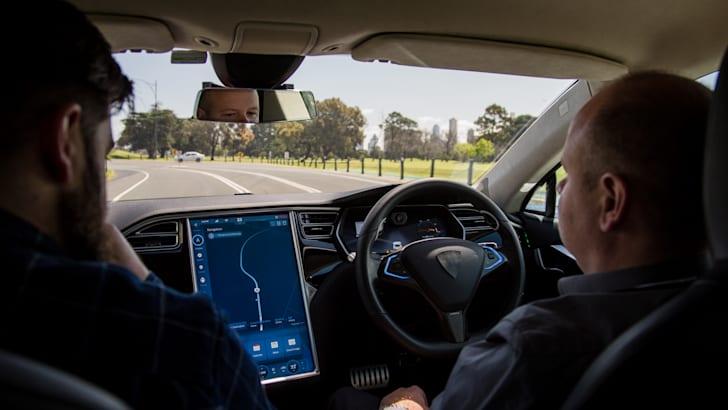 2017-bosch-autonomous-tesla-drive-its-41