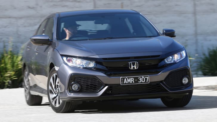 2017_honda_civic_hatch_review_02_civic-vti-s_03