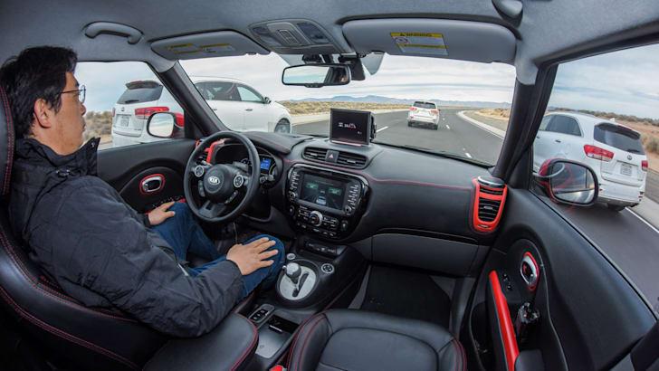 kia_drive-wise_kia-soul-ev_autonomous-driverless_09