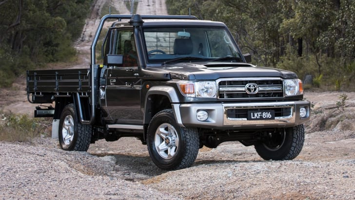 2017_toyota_landcruiser_70-series_03