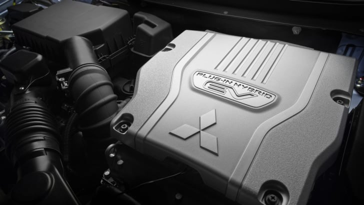 Mitsbushi Outlander PHEV engine1