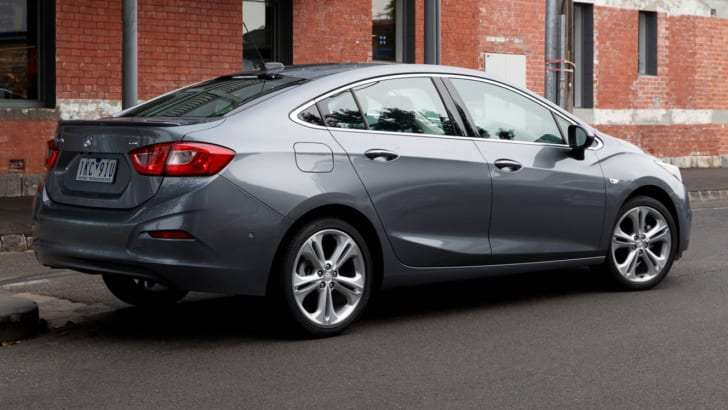 2017-holden-astra-sedan-02