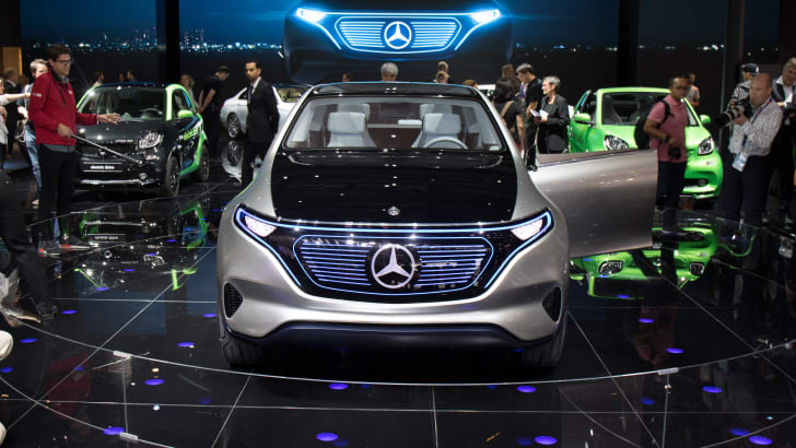 2016-paris-mercedes-ev-case-1