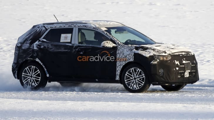 kia_small-suv_stonic_spy-photos_03