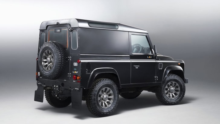 Land Rover Defender LXV1