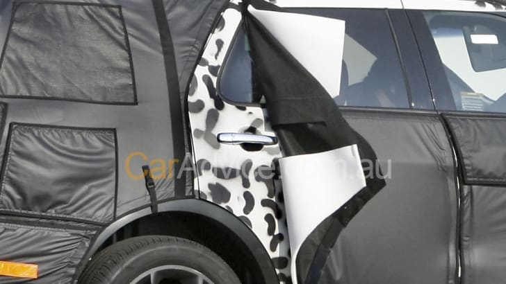 2011-Ford-Explorer-file004